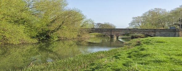 D81_3345Road bridge at Tombs Meadow Ouse Valley Park park.jpg